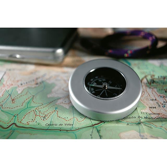 Target - navigační kompas - foto