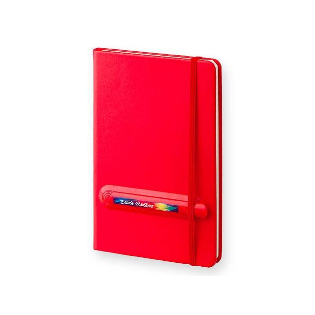 LINKED - Poznámkový zápisník s gumičkou a plastovým perem, 160 linkovaných stran, velikost A5.     - červená